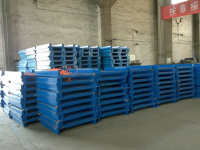 Right angle clamping plate gusset plate tray